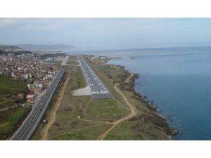 Bazı havayolu şirketlerinin Trabzon'a düzenledikleri uçak seferlerini kaldırması turizmcilerin tepkisine neden oldu