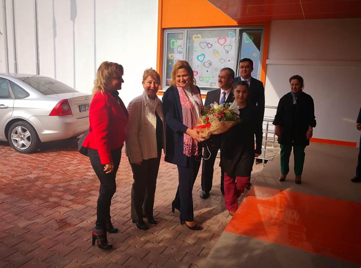 Vali Toprak'ın eşi Dr. Funda Toprak'tan rehabilitasyon merkezine ziyaret