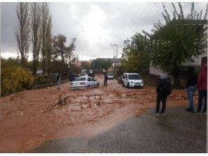 Şiddetli dolu ve yağmur yağışı vatandaşları hazırlıksız yakaladı