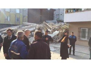 Mersin'de 4 katlı bina çöktü
