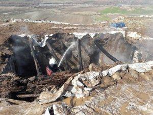 Siirt'te çıkan yangında ev ve ahır kül oldu