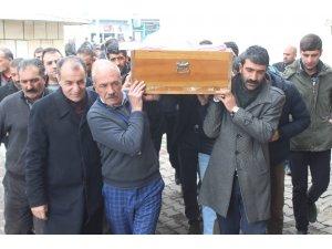 Donarak ölen göçmenin cenazesine ilçe halkı sahip çıktı