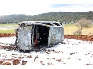 Uçurumdan yuvarlanan araç alev alev yandı