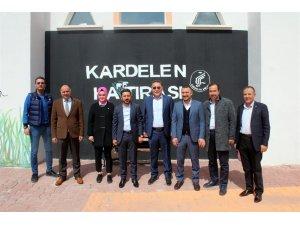 AK Parti Nevşehir Belediye Başkan adayı Arı, Kardelen Koleji'ni ziyaret etti