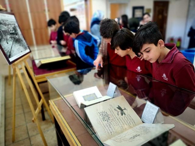 Armağanlı öğrenciler, Yazma Eserleri inceledi