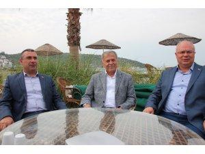 Dr. Mehmet Nil Hıdır ve Dr. Tahir Ateş turizmcilerle bir araya geldi