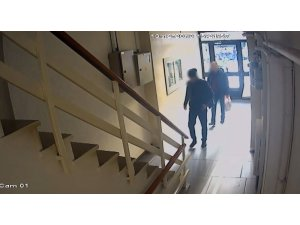 İki evden 1 milyon 30 bin TL değerinde ziynet eşyası çalan hırsızlar kamerada