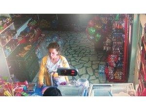 Hunharca öldürülen Minik Zeynep ölmeden önce güvenlik kameralarına yansıdı