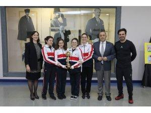 Sanko Okulları kız yüzme takımı il şampiyonu oldu