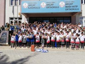 Büyükşehir'den öğrencilere 6 bin spor malzemesi yardımı