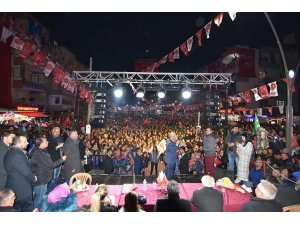 Manisa'da Cumhur İttifakı finali Kızılelma Meydanı'nda yaptı