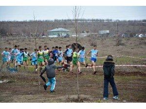 Güroymak'ta bölgeler arası atletizm yarışması düzenlendi