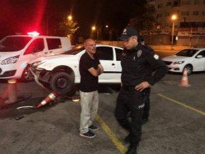Başkent'te alkollü sürücü korkuluklara çıktı