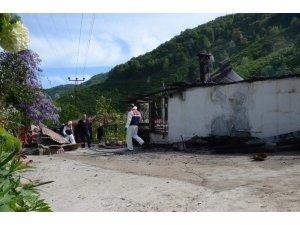 Ev yangınında yaşlı çift hayatını kaybetti