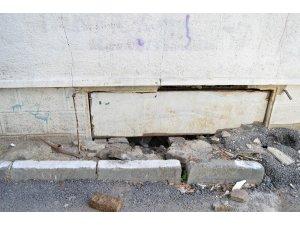 Giriş katı çöken apartmanın içinden çekilen görüntüler vahameti ortaya çıkardı