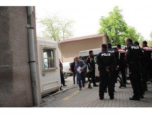 Şehit cenazesinde gözaltına alınan 34 kişiden 27'si adliyeye getirildi