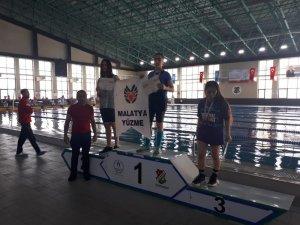 Malatyalı yüzücüler Elazığ'dan mutlu döndü
