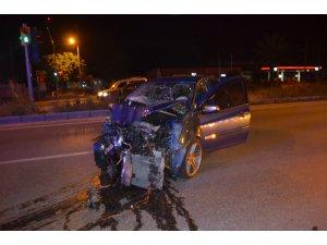 Turistleri taşıyan minibüs otomobille çarpıştı: 7 yaralı