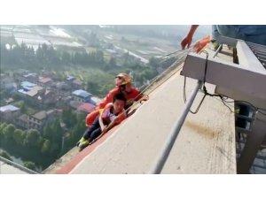 İlkokul öğrencisi 28 katlı binanın çatısından kurtarıldı