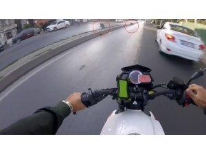 İstanbul'da motosikletli gencin metrelerce sürüklendiği kaza kamerada