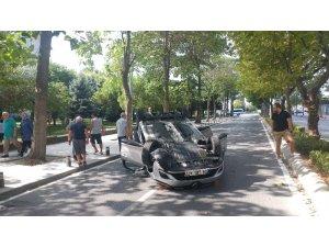 Beylikdüzü'nde kadın sürücü aracıyla takla attı