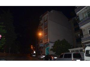 5. katın terasından aşağı atlayan genç kız ağır yaralandı