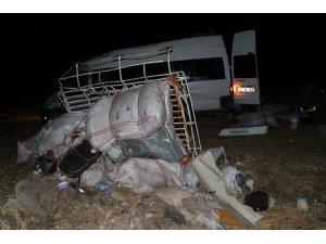 GÜNCELLEME - İşçileri taşıyan minibüs devrildi: 21 yaralı