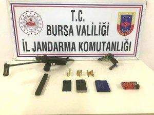 Silah kaçakçısı otomatik tabancayla yakalandı