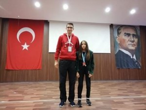 Konya Doğa Kolej'li Yüzücü Gülşah Yavaş,Ankara'da yapılacak finallere hazırlanıyor