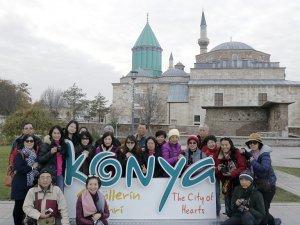 Yabancı turistlerin Mevlana aşkı