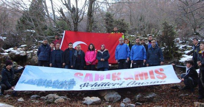 Sporcular Sarıkamış Şehitleri için bayrak açtı