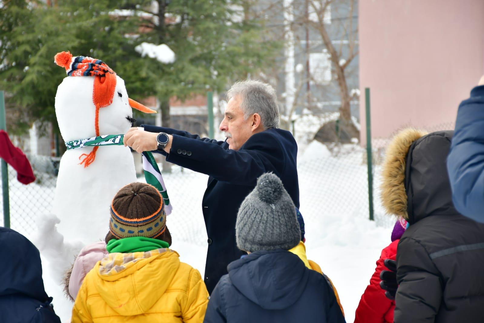 Konya Valisi Toprak, kardan adama Konyaspor atkısı taktı