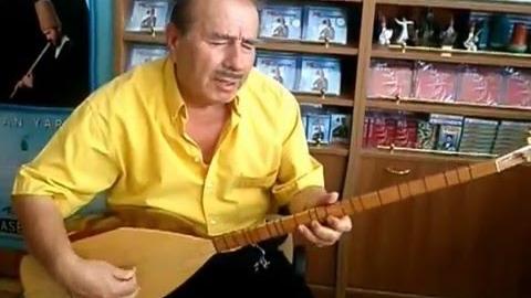 Huzurevinde kalan sanatçı Rıza Konyalı türkülerini arkadaşları için söylüyor