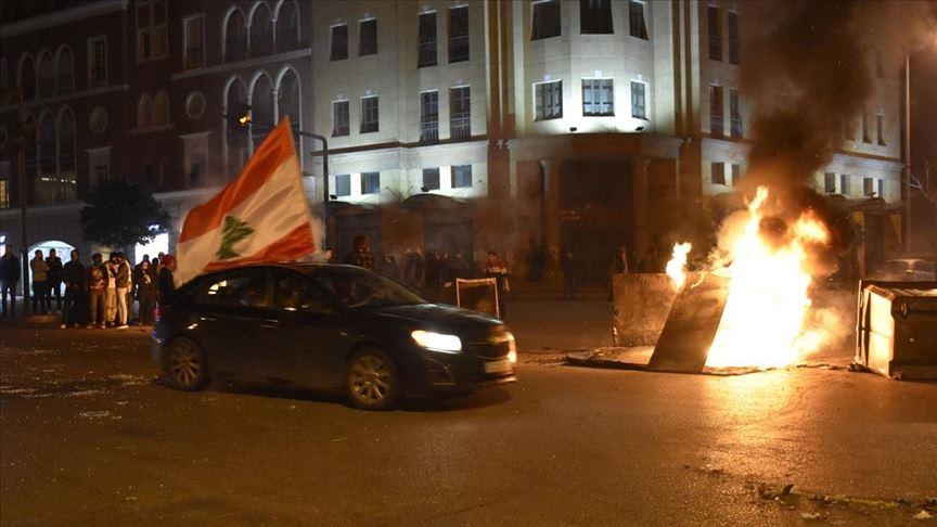 Lübnan'da göstericilerle güvenlik güçleri arasındaki arbedede 70 kişi yaralandı