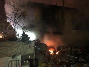 Başkent'te 2 katlı evde yangın çıktı: 4 yaralı
