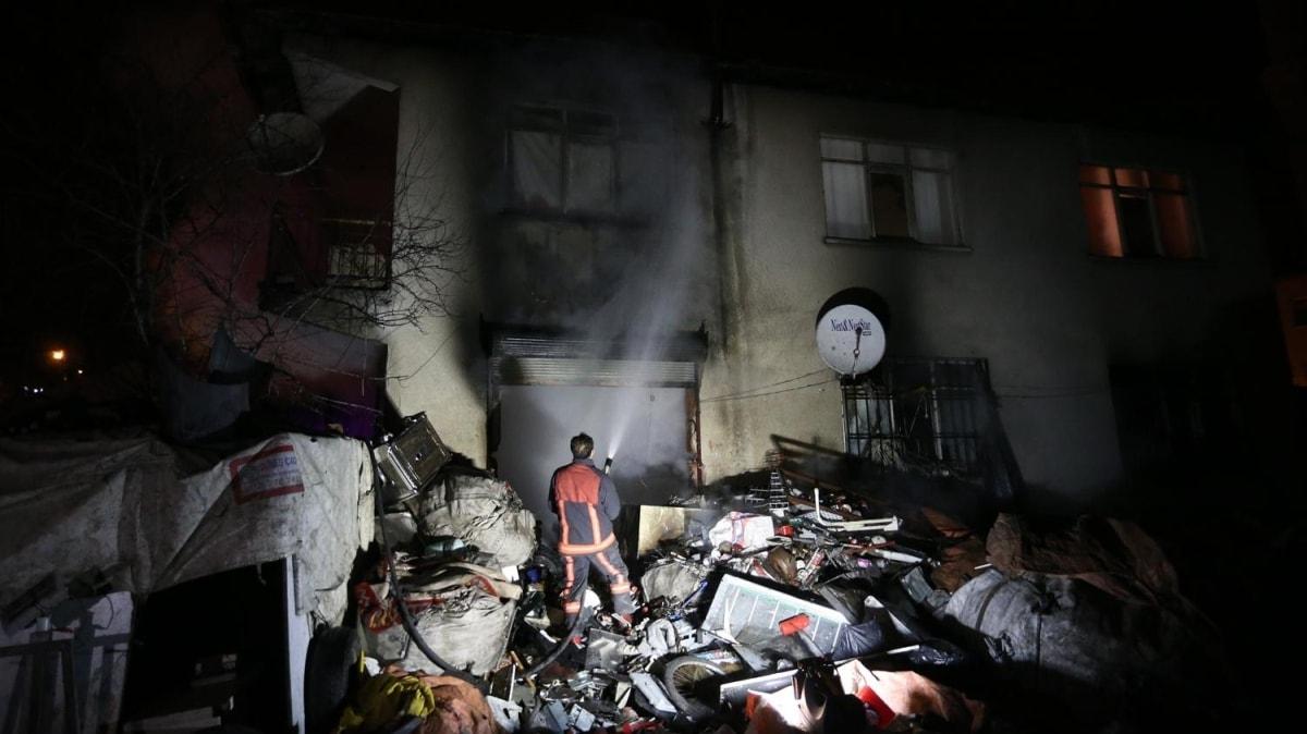 Yangında mahsur kalan 4 kişiyi bekçiler kurtardı