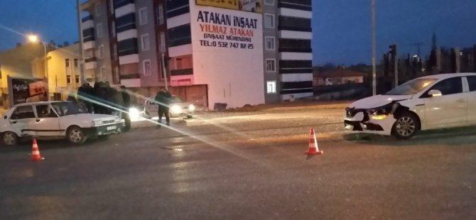 Kulu'da iki otomobil çarpıştı