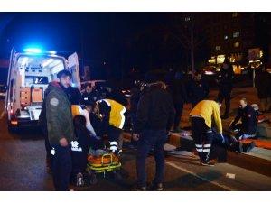 Otomobil önüne çıkan motosiklete çarptı: 2 yaralı