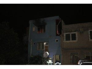 Sokak ortasında karısını dövdü sonra evlerini ateşe verdi