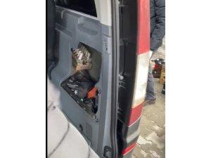Yurt dışından Çanakkale'ye gelen 2 araçtan çok sayıda gümrük kaçağı ürün çıktı