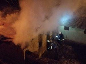 Muradiye'de depo yangını