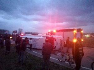 Sakarya'da servis minibüsleri çarpıştı: 2 yaralı
