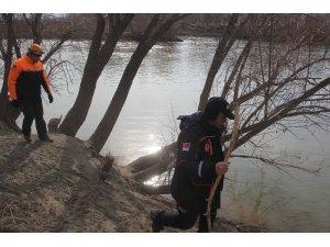 Erzincan'da 37 gündür kayıp adamın bulunması için kadavra köpekleri de arama çalışmasına katıldı