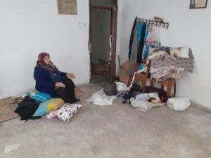 Hırsızlar 2 katlı evi soyup soğana çevirdiler