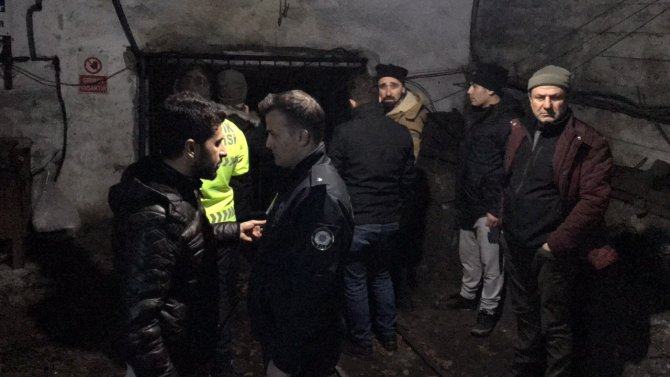 Ruhsatsız maden ocağında göçük: 2 kişi mahsur kaldı