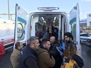 Yabancı uyruklu yolcuları taşıyan otobüs tıra çarptı: 6 yaralı