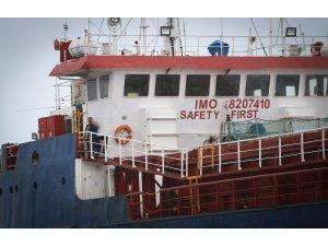 GÜNCELLEME 2 - Hatay'da kargo gemisi karaya oturdu