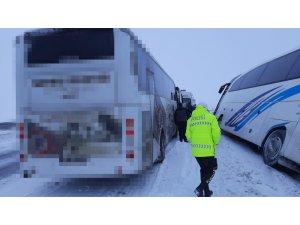 Kara saplanan otobüste mahsur kalan 48 kişiyi AFAD kurtardı