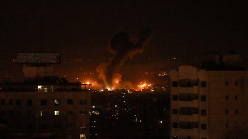 İşgalci İsrail ordusu Gazze'yi hava saldırısıyla vurdu
