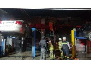 İzmir'de oto tamir atölyesinde korkutan yangın